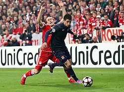21.04.2010, Allianz Arena, Muenchen, GER, Champions League, Bayern Muenchen vs Olympique Lyonnais, Halbfinale Hinspiel, im Bild Arjen Robben (FC Bayern Nr.10) und Maxime Gonalons (Lyon Nr 41)  , EXPA Pictures © 2010, PhotoCredit: EXPA/ nph/  Straubmeier / SPORTIDA PHOTO AGENCY