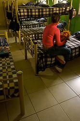 """Taia Sula é uma adolescente de 17 anos que sofreu abuso e vive em um abrigo chamado João Paulo II com a """"família social"""" dela. FOTO: Jefferson Bernardes/Preview.com"""