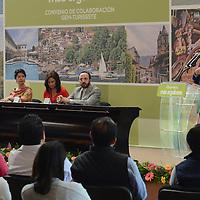 Valle de Bravo, México.- Eruviel Ávila Villegas, gobernador del Estado de México durante la firma  del Convenio de Colaboración GEM-TURISSSTE. Agencia MVT / José Hernández
