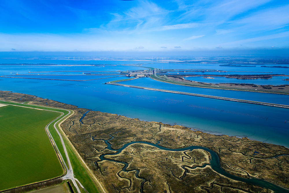Nederland, Zeeland, Gemeente Tholen, 01-04-2016; Sint Philipsland, overzicht Philipsdam en Krammersluizen met in het water van het Slaak het Hoogbekken en Laagbekken. In de achtergrond de Grevelingendam en Grevelingenmeer. De twee dammen vormen samen met de sluizen een compartimenteringswerk waardoor het zoete water van Volkerak (rechts) en het zoute water van het Krammer gescheiden blijft. <br /> Het geheel maakt deel uit maken van de Deltawerken.<br /> Philipsdam with Krammersluizen, part of the Delta Works. The locks form a division between sweet and salt water.<br /> <br /> luchtfoto (toeslag op standard tarieven);<br /> aerial photo (additional fee required);<br /> copyright foto/photo Siebe Swart