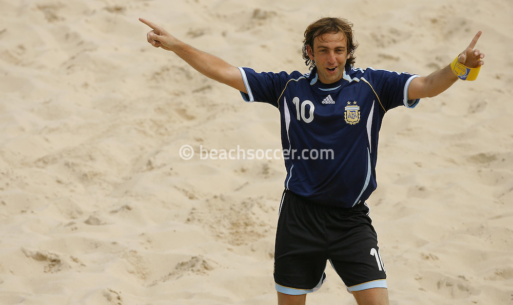Football-FIFA Beach Soccer World Cup 2006 - Group D-Bahrain - Argentina, Beachsoccer World Cup 2006. Argentina's Hilaire - Rio de Janeiro - Brazil 04/11/2006<br /> Mandatory credit: FIFA/ Manuel Queimadelos