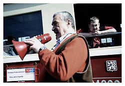 *EN_Karel Schwarzenberg, Czech Republic, 2009 - 2010. During 2009 and 2010, Karel Schwarzenberg, leader of the new TOP 09 political party,toured the Czech Republic as its main representative during the pre-election campaign. During personal encounters with the public, he explained his goals and plans, and defended and explained the party's programme. The Prince, as the majority of people refer to him, led a successful campaign, and during the 2010 parliamentary elections TOP 09 ended up as the second-strongest government coalition party.Schwarzenberg reclaimed the position of minister of defence, temporarily taken from him  in 2009 by the leftist CSSD after it brought down the government of Mirek Topolanek (ODS). The 2010 parliamentary elections brought a crushing defeat for CSSD, and the <br /> fall of its leader, Jiri Paroubek.<br /> <br /> *CZ_Karel Schwarzenberg, Ceska republika, 2009 - 2010. Karel Schwarzenberg, predseda nove  politicke strany TOP 09 objizdel Ceskou republiku a jako hlavni akter predvolebni kampane TOP 09 se setkaval s obcany. Pri setkanich vysvetloval sve zamery a diskutoval o programu strany TOP 09. Knize, jak jej vetsinova cast populace nazyva, vedl uspesnou kampan a TOP 09 se v parlamentnich volbach 2010 stala druhou nejsilnejsi vladni stranou. Schwarzenberg oprasil kreslo ministra zaharnici, ktere mu docasne sebrala levicova CSSD pote, co v roce 2009 behem Ceskeho predsednictvi EU shodila vladu Mirka Topolanka(ODS). Parlamentni volby 2010 znamenaly drtivou porazku CSSD a soucasne pad jejiho predsedy Jiriho Paroubka.