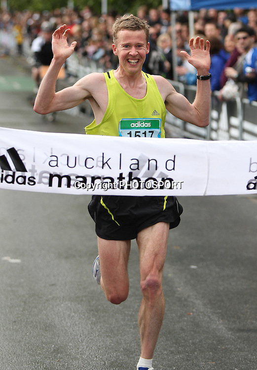 Matt Smith wins the mens Auckland Marathon, Auckland, New Zealand, Sunday 28 October 2007, Photo : Chris Skelton/PHOTOSPORT