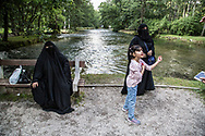 Juillet 2016. Bosnie-Herzégovine. Bosnie-Herzégovine : Nouvel Eldorado pour les touristes des Etats du Golfe ?. Vrelo Bosne, parc traversé par la rivière Bosna, lieu de ballade nature prisé par les touristes à moins de 15km du centre de Sarajevo.