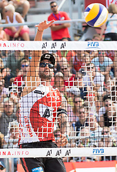 28.07.2017, Donauinsel, Wien, AUT, FIVB Beach Volleyball WM, Wien 2017, Herren, Gruppe L, im Bild Clemens Doppler (AUT) // Clemens Doppler of Austria during the men's group L match of 2017 FIVB Beach Volleyball World Championships at the Donauinsel in Wien, Austria on 2017/07/28. EXPA Pictures © 2017, PhotoCredit: EXPA/ Sebastian Pucher