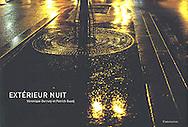 couverture livre &quot;Ext&eacute;rieur Nuit&quot; <br /> de V&eacute;ronique Durruty et Patrick Guedj<br /> <br /> 55 euros<br /> <br /> Photos de la s&eacute;rie expos&eacute;e sur les Grilles du Jardin du Luxembourg et aux Rencontres d'Arles<br /> <br /> Editions Flammarion<br /> Epuis&eacute; en circuit classique mais vous pouvez obtenir un exemplaire sign&eacute; et d&eacute;dicac&eacute; sur demande aupr&egrave;s de V&eacute;ronique Durruty<br /> v.durruty@gmail.com