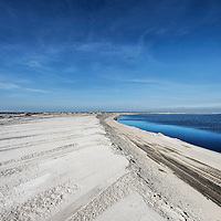 Nederland, Lelystad, 24 september 2016.<br /> Op zaterdag 24 september 2016 zet staatssecretaris Martijn van Dam van Economische Zaken (natuur) als eerste voet op de Marker Wadden. Natuurmonumenten legt samen met Rijkswaterstaat en Boskalis de komende jaren een archipel aan eilanden aan, die de natuur in het Markermeer een enorme impuls gaat geven. De staatssecretaris brengt samen met natuur- en watersportliefhebbers een bezoek aan het eerste eiland van dit innovatieve en grootschalige natuurproject. Dit eerste eiland omvat circa 250 hectare. De eerste fase van Marker Wadden omvat in totaal zo'n 800 hectare, boven- en onderwaternatuur, en moet klaar zijn in 2020.<br /> <br /> Netherlands, Lelystad, September 24, 2016<br /> On Saturday, September 24th 2016 Martijn van Dam, secretary of Economic Affairs (nature) first sets foot on the Marker Wadden. Natuurmonumenten lays together with Rijkswaterstaat and Boskalis (Royal Boskalis Westminster N.V. is a leading global services provider operating in the dredging, maritime infrastructure and maritime services sectors) an archipelago of islands in the coming years that will give nature in the Markermeer a huge boost.<br /> Natuurmonumenten (Dutch Society for Nature Conservation) is going to restore one of the largest freshwater lakes in western Europe by constructing islands, marshes and mud flats from the sediments that have accumulated in the lake in recent decades. These 'Marker Wadden' will form a unique ecosystem that will boost biodiversity in the Netherlands. (source: www.natuurmonumenten.nl)<br /> The Secretary reunites with nature and water sports enthusiasts visiting the first island of this innovative and large-scale conservation project. This first island comprises approximately 250 hectares. The first phase of Marker Wadden comprises a total of 800 hectares, above and underwater nature, and should be ready in 2020.<br /> <br /> Foto: Jean-Pierre Jans