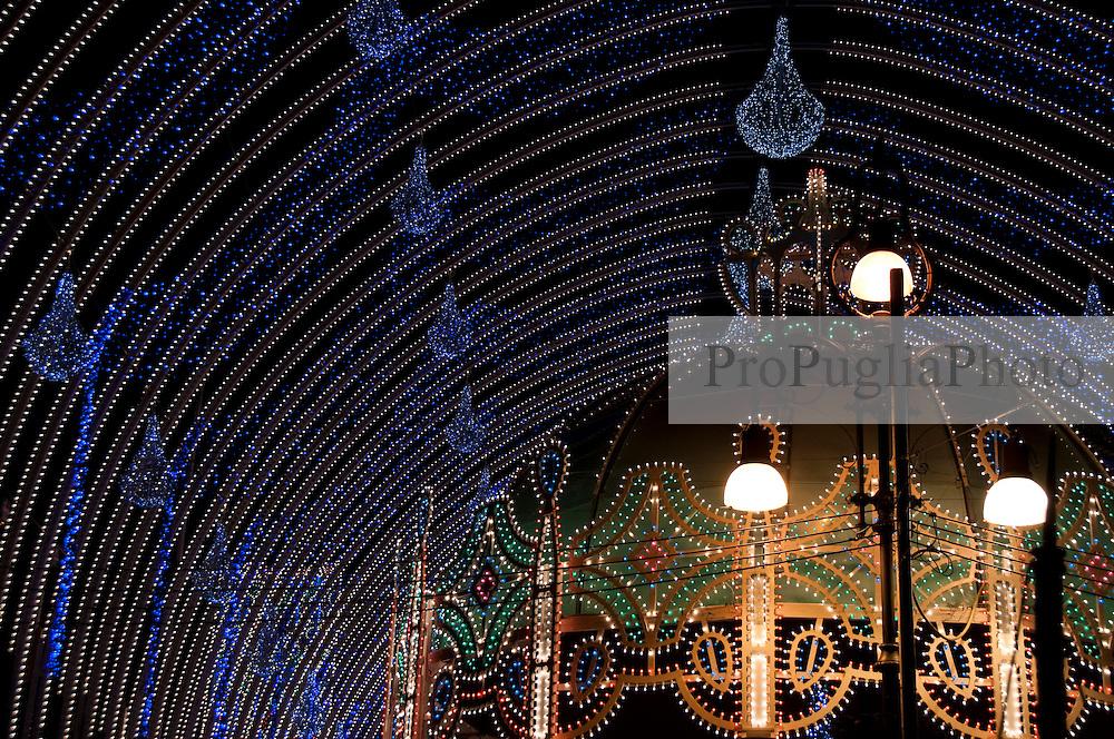 Lecce - Festeggiamenti in onore di Sant'Oronzo, San Giusto e San Fortunato. Particolare delle luminarie per la Festa di Sant'Oronzo.