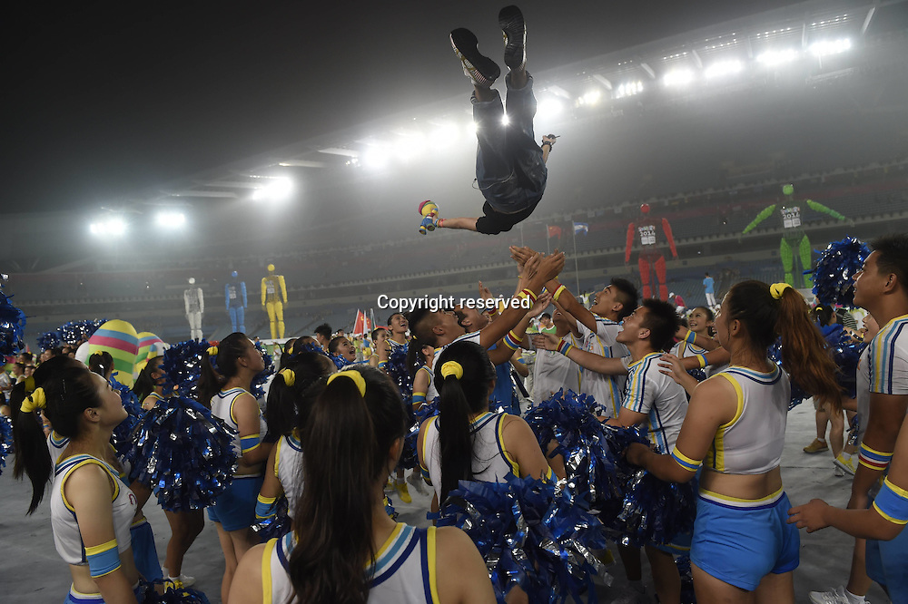 28.08.2014. Nanjing, China.  Artists celebrate after the closing ceremony of Nanjing 2014 Youth Olympic Games in Nanjing, capital of east Chinas Jiangsu Province, Aug. 28, 2014.