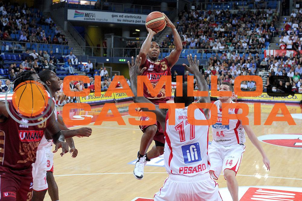 DESCRIZIONE : Pesaro Lega A 2012-13 Scavolini Banca Marche Pesaro Umana Venezia<br /> GIOCATORE : Keydren Clark<br /> CATEGORIA : tiro penetrazione<br /> SQUADRA : Umana Venezia<br /> EVENTO : Campionato Lega A 2012-2013 <br /> GARA : Scavolini Banca Marche Pesaro Umana Venezia<br /> DATA : 13/10/2012<br /> SPORT : Pallacanestro <br /> AUTORE : Agenzia Ciamillo-Castoria/C.De Massis<br /> Galleria : Lega Basket A 2012-2013  <br /> Fotonotizia : Pesaro Lega A 2012-13 Scavolini Banca Marche Pesaro Umana Venezia<br /> Predefinita :