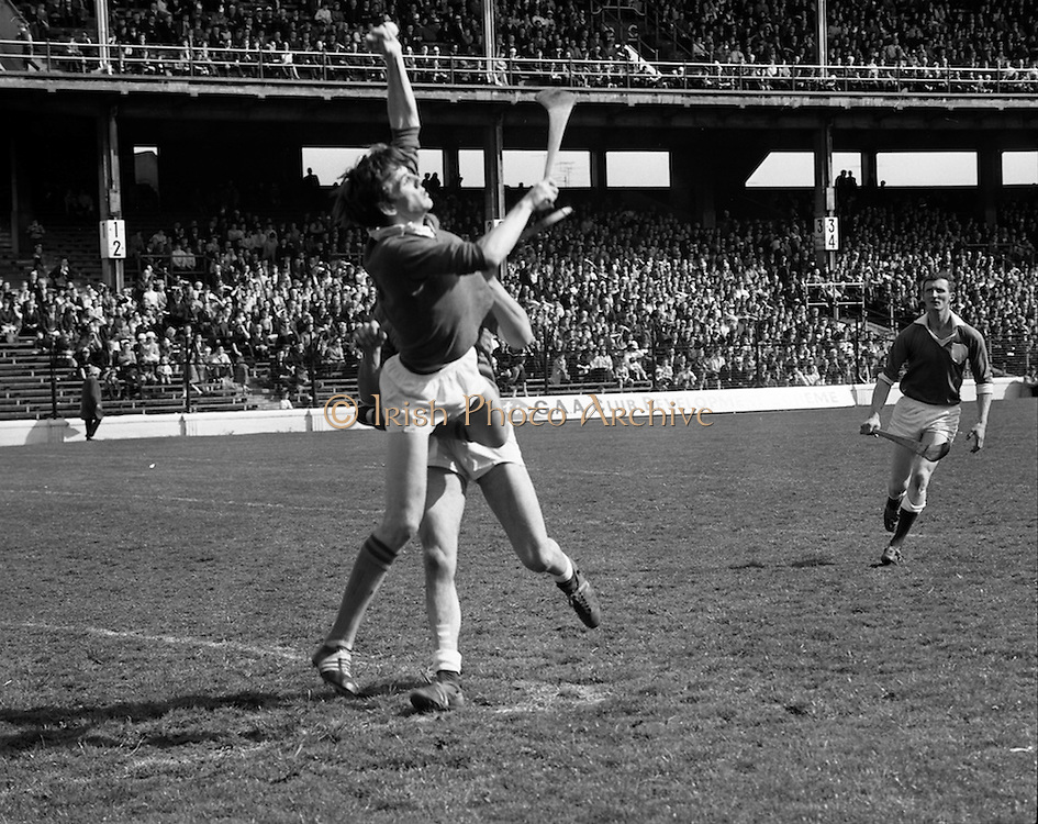 03/05/1970<br /> 05/03/1970<br /> 3 May 1970<br /> National Hurling League Final: Limerick v Cork at Croke Park, Dublin. <br /> R. Cummins (Cork) jumps to catch the ball.