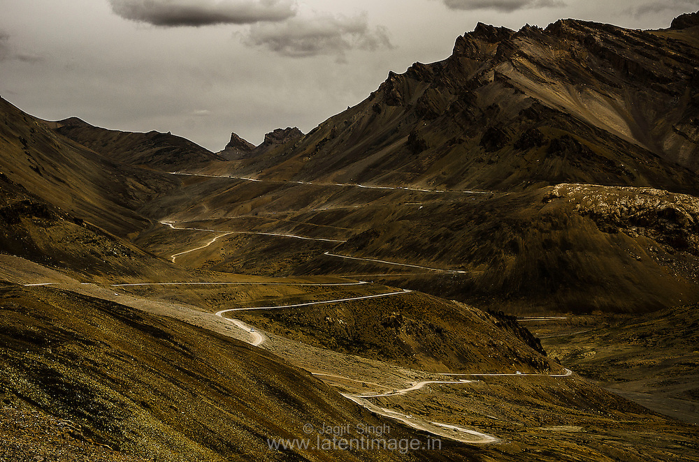 The Road to Leh. Some interesting curves. Wide landscapes.