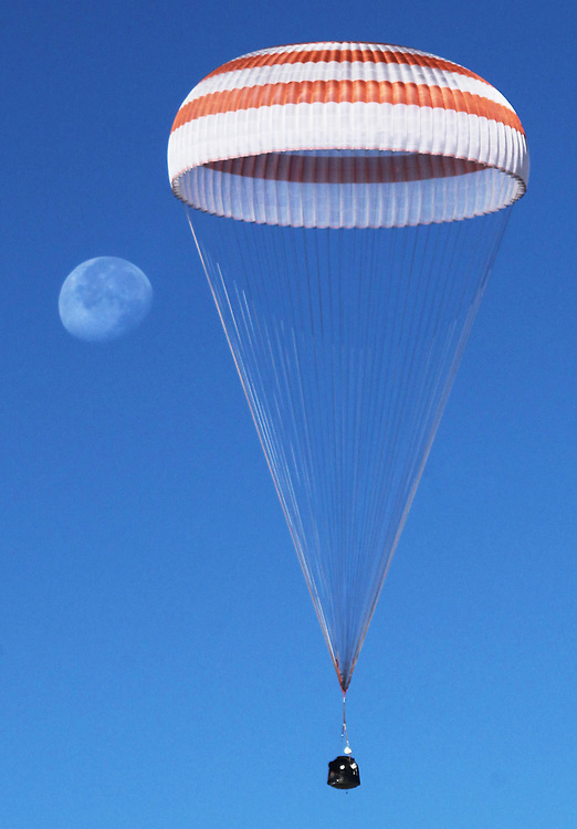 A Russian Soyuz TMA-21 space capsule descends about 150 km (80 miles) south-east of the town of Dzhezkazgan, Kazakhstan,16 September 2011. The Soyuz capsule, which carried U.S. Astronaut Ron Garan and two Russian cosmonauts Andrey  Borisenko and Alexander Samokutyaev safely returned to Earth on 16 September after a half-year stint on the international space station, with a landing on the Kazakh steppe.