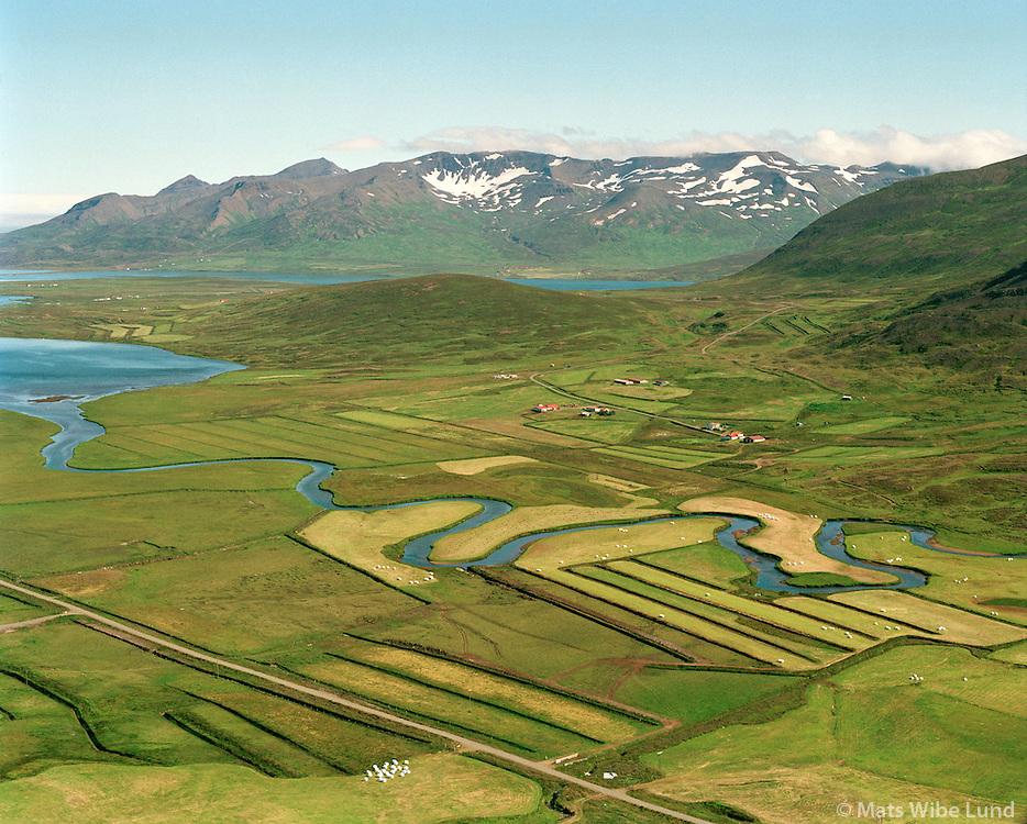 Minni-Reykir og Stóru-Reykir, séð til norðausturs, Fljótahreppur áður Haganeshreppur   /   Minni-Reykir and Storu-Reykir, viewing northeast, Fljotahreppur former Haganeshreppur.  -  New name of the county since June 1998:  Sveitarfélagið Skagafjörður  /  Sveitarfelagid Skagafjordur.