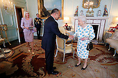 160525 NZ Governor General meets Queen