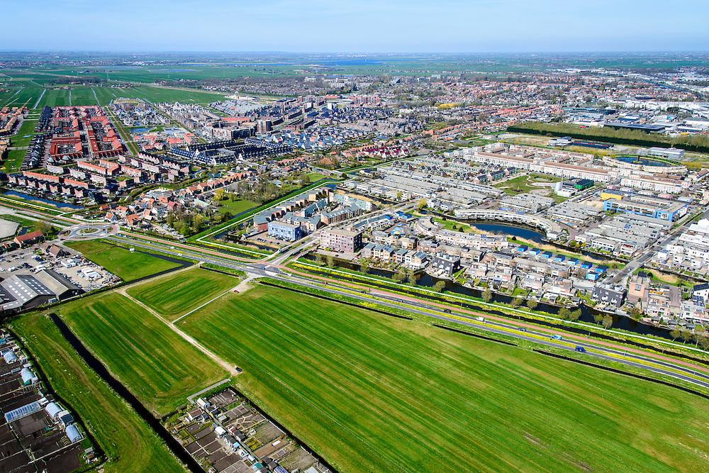 Nederland, Noord-Holland, Zaanstad, 20-04-2015; de nieuwe woonwijk Saendelft, tussen Assendelft en Krommenie breidt zich steeds verder uit in de Noordpolder, inclusief volkstuintjes.<br /> Newly developed residential area, Zaanstad. <br /> luchtfoto (toeslag op standard tarieven);<br /> aerial photo (additional fee required);<br /> copyright foto/photo Siebe Swart