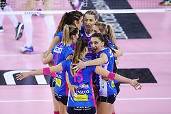 11-05-2017 ITA: Finale Liu Jo Modena - Igor Gorgonzola Novara, Modena<br /> Novara heeft de titel in de Italiaanse Serie A1 Femminile gepakt. Novara was oppermachtig in de vierde finalewedstrijd. Door een 3-0 zege is het Italiaanse kampioenschap binnen. / Vreugde bij Novara met oa Laura Dijkema #14<br /> <br /> ***NETHERLANDS ONLY***
