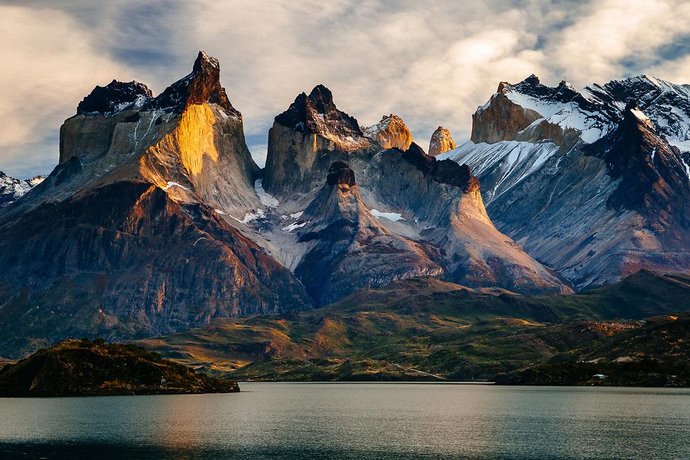 Chile, Magallanes Region, Torres del Paine National Park, Lago Pehoe, landscape, dawn.