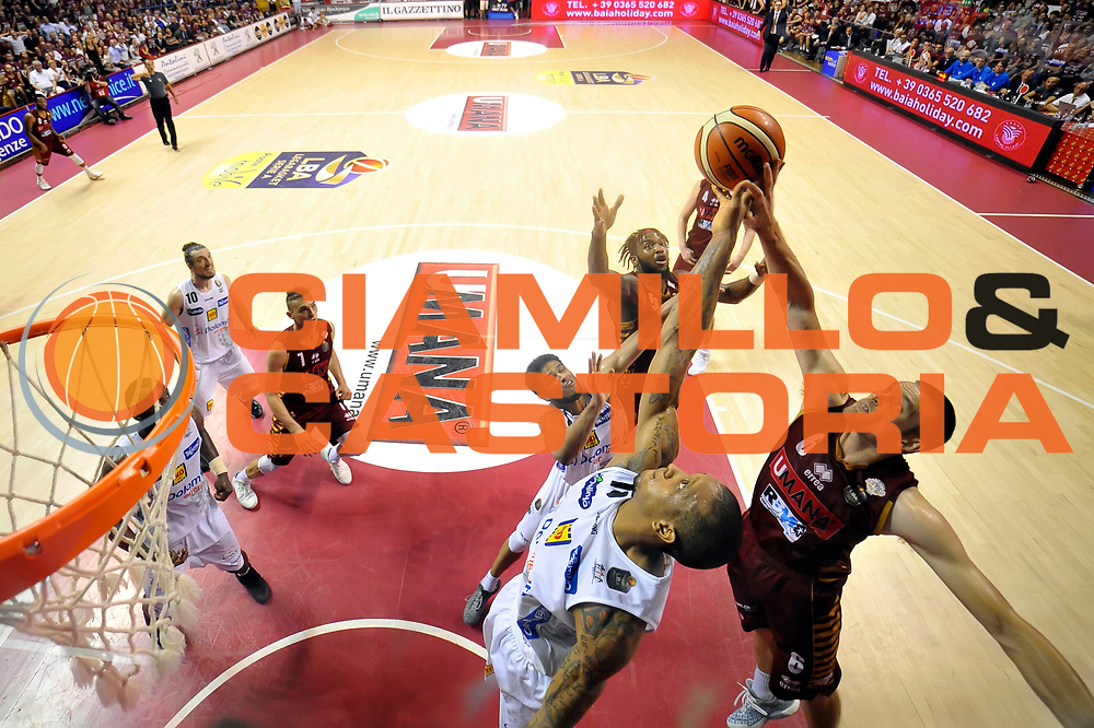 Joao Gomes, Michael Bramos<br /> Umana Reyer Venezia - Dolomiti Energia Aquila Basket Trento<br /> Lega Basket Serie A 2016/2017<br /> Playoff, finale gara 5<br /> Venezia, 18/06/2017<br /> Foto M.Ceretti / Ciamillo-Castoria