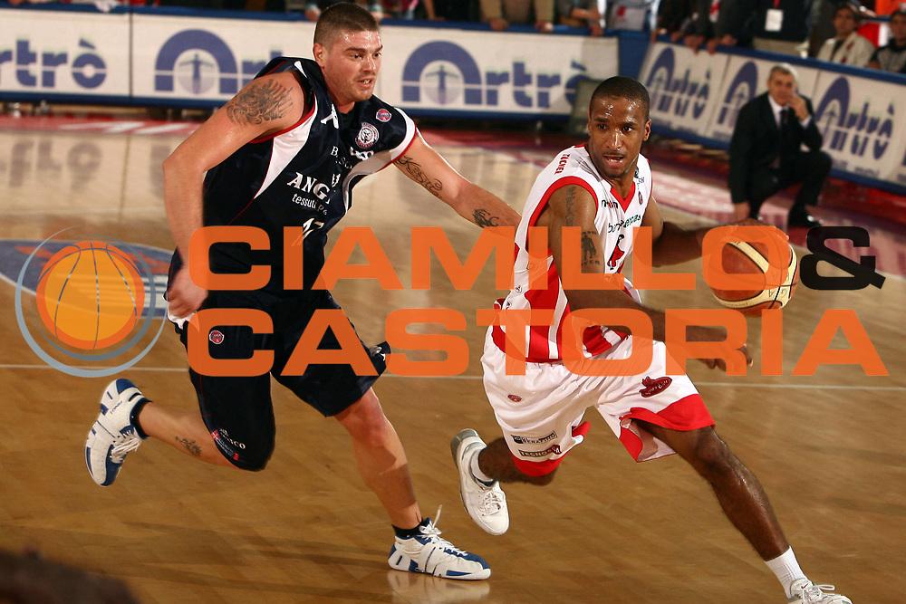 DESCRIZIONE : Teramo Lega A1 2007-08 Siviglia Wear Teramo Angelico Biella<br /> GIOCATORE : Clay Tucker<br /> SQUADRA : Siviglia Wear Teramo<br /> EVENTO : Campionato Lega A1 2007-2008 <br /> GARA : Siviglia Wear Teramo Angelico Biella<br /> DATA : 18/11/2007 <br /> CATEGORIA : palleggio<br /> SPORT : Pallacanestro <br /> AUTORE : Agenzia Ciamillo-Castoria/E.Castoria