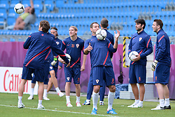 13.06.2012, City Stadion, Poznan, POL, UEFA EURO 2012, Training, Kroatien, im Bild NIKICA JELAVIC, DOMAGOJ VIDA, JOSIP SIMUNIC, VEDRAN CORLUKAIVAN KELAVA during the during EURO 2012 Trainingssession of Croatia Nationalteam, at the City stadium, Poznan, Poland on 2012/06/13