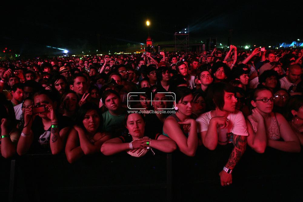 19th April 2009. Indio, California. The crowd at the Coachella Music Festival, watching the main stage.PHOTO © JOHN CHAPPLE / REBEL IMAGES.tel +1 310 570 9100    john@chapple.biz