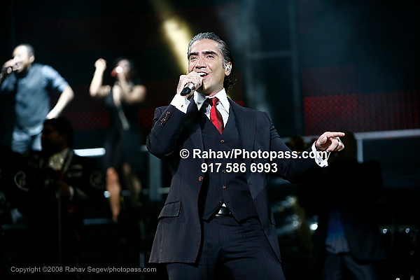 ING Presents Juntos en Concierto 2008 Alejandro Fernandez at Madison Square Garden on August  21, 2008