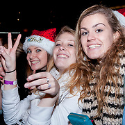 NLD/ENSCHEDE/20121224 - SERIOUS REQUEST DAG 7 EINDSTAND - publiek voor het podium op het van Heekplein