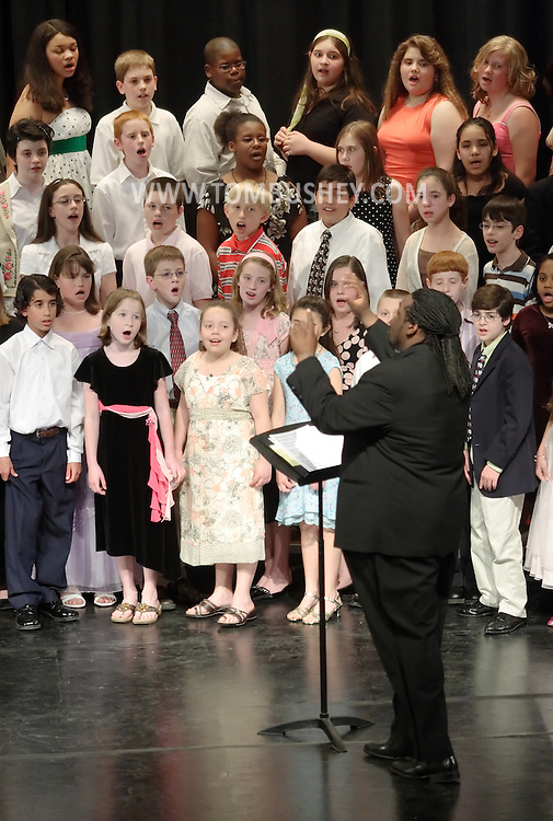 Newburgh, NY - Roosevelt Andre Credit leads the All-County Chorus during the Elementary All-County Music Festival at Newburgh Free Academy on April 28, 2007..