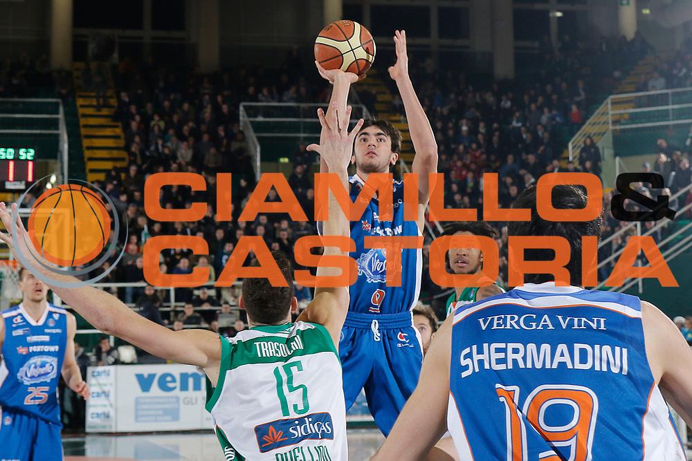 DESCRIZIONE : Avellino Lega A 2014-15 Sidigas Avellino Acqua Vitasnella Cantu<br /> GIOCATORE : Marco Lagana<br /> CATEGORIA : tiro<br /> SQUADRA : Acqua Vitasnella Cantu<br /> EVENTO : Campionato Lega A 2014-2015<br /> GARA : Sidigas Avellino Acqua Vitasnella Cantu<br /> DATA : 01/02/2015<br /> SPORT : Pallacanestro <br /> AUTORE : Agenzia Ciamillo-Castoria/A. De Lise<br /> Galleria : Lega Basket A 2014-2015 <br /> Fotonotizia : Avellino Lega A 2014-15 Sidigas Avellino Acqua Vitasnella Cantu
