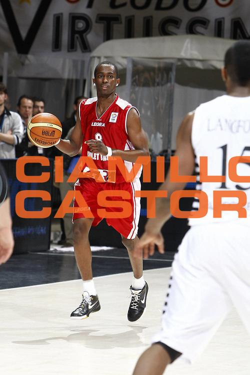 DESCRIZIONE : Bologna EuroChallenge Final Four 2009 Final Virtus Bologna Fiere Cholet Basket<br /> GIOCATORE : Rodrigue Beaubois<br /> SQUADRA : Cholet Basket<br /> EVENTO : EuroCup-EuroChallenge 2009<br /> GARA : Virtus Bologna Fiere Cholet Basket<br /> DATA : 26/04/2009 <br /> CATEGORIA : palleggio<br /> SPORT : Pallacanestro <br /> AUTORE : Agenzia Ciamillo-Castoria/E.Castoria