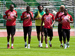 21.05.2010, Dolomitenstadion, Lienz, AUT, WM Vorbereitung, Kamerun Training im Bild Stephane Mbia, Abwehr, Nationalteam Kamerun (Olympique Marseille), Jean Patrick Abouna Ndzana, Abwehr, Nationalteam Kamerun (Astres FC de Douala), Alexandre Song, Mittelfeld, Nationalteam Kamerun (FC Arsenal), Enoh Eyong Takang, Mittelfeld, Nationalteam Kamerun (Ajax Amsterdam), Rigobert Song, Abwehr, Nationalteam Kamerun (Trabzonspur), Landry Nguemo, Mittelfeld, Nationalteam Kamerun (Celtic Glasgow), EXPA Pictures © 2010, PhotoCredit: EXPA/ J. Feichter / SPORTIDA PHOTO AGENCY