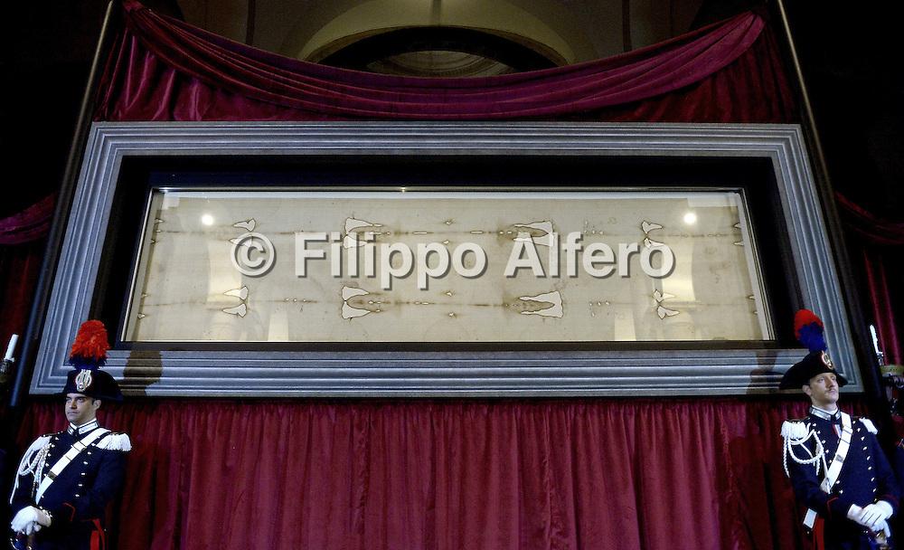 &copy; Filippo Alfero<br /> Solenne ostensione della Sindone<br /> Torino, 18/04/2015<br /> cronaca<br /> Nella foto: la Sindone