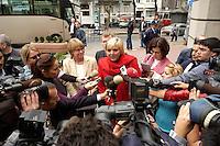 03 NOV 2004, ISTANBUL/TURKEY:<br /> Claudia Roth (M), B90/Gruene Bundesvorsitzende, und Krista Sager (L), B90/Gruene, Fraktionsvorsitzende, geben der tuerkischen Presse ein Statement, vor dem Deutschen Konsulat, Delegationsreise der Bundestagsfraktion Buendnis 90 / Die Gruenen<br /> IMAGE: 20041103-01-004<br /> KEYWORDS: Tuerkei, Türkei, Pressekonferenz, Kamera, Camera, Journalisten, Journalist, Mikrofon, microphone