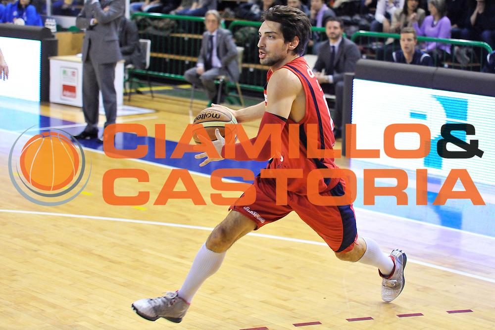 DESCRIZIONE: Casale Monferrato LNP ADECCO GOLD 2013/2014 Novipiu Casale Monferrato-Tezenis Verona  <br /> GIOCATORE: Donato Cutolo<br /> CATEGORIA: equilibrio palleggio<br /> SQUADRA: Novipiu Casale Monferrato<br /> EVENTO: Campionato LNP ADECCO GOLD 2013/2014<br /> GARA: Novipiu Casale Monferrato-Tezenis Verona <br /> DATA: 19/01/2013<br /> SPORT: Pallacanestro <br /> AUTORE: Agenzia Ciamillo-Castoria/G.Gentile<br /> Galleria: LNP GOLD 2013/2014<br /> Fotonotizia: Casale Monferrato LNP ADECCO GOLD 2013/2014 Novipiu Casale Monferrato-Tezenis Verona <br /> Predefini: