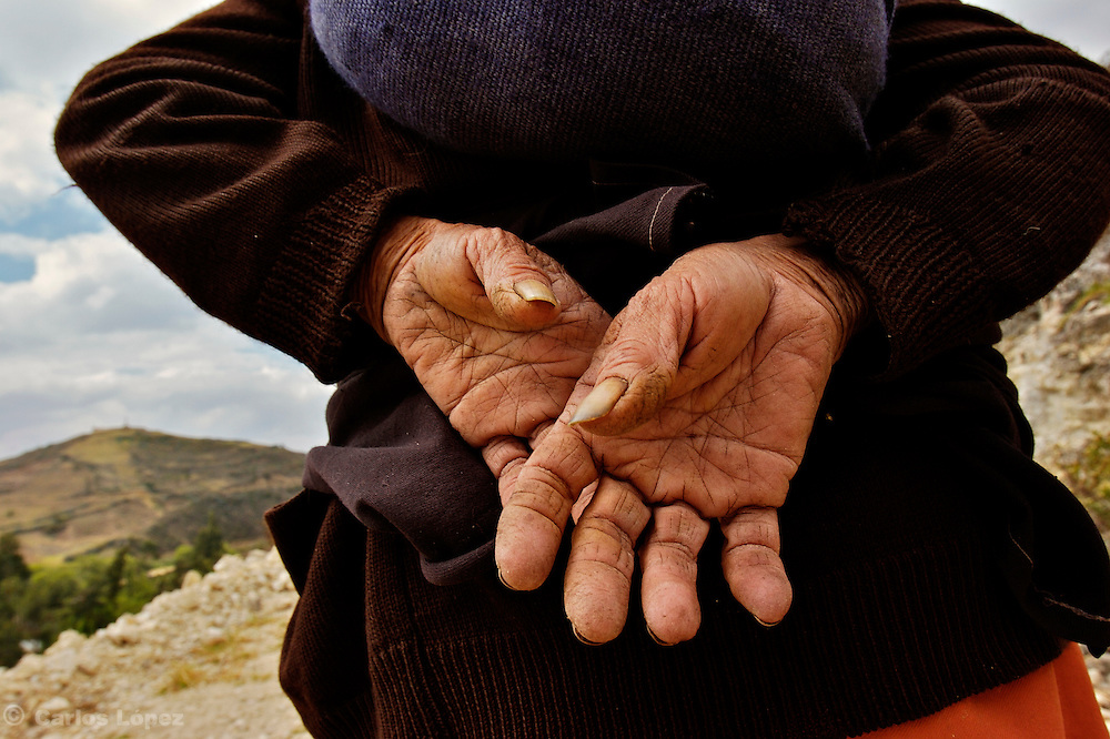 HANDS OF AN OLD WOMAN.