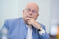 31 MAY 2018, HAMBURG/GERMANY:<br /> Prof. Dr. Dr. h.c. Dieter Lenzen, Praesident der Universitaet Hamburg, Besuch des Deutschen Elektronen-Synchrotons, DESY<br /> IMAGE: 20180531-01-033
