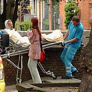 NLD/Hilversum/20040502 - Steekpartij Groest Hilversum, een persoon zwaargewond, slachtoffer Eldon S.