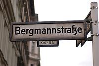 14 AUG 2002, BERLIN/GERMANY:<br /> Strassenschild Bergmannstrasse, Kreuzberg<br /> IMAGE: 20020814-01-018<br /> KEYWORDS: Bergmannstraße