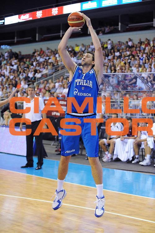 DESCRIZIONE : Riga Qualificazioni Europei 2011 Italia Lettonia<br /> GIOCATORE : Andrea Bargnani<br /> SQUADRA : Nazionale Italia Uomini <br /> EVENTO : Qualificazioni Europei 2011<br /> GARA : Italia Lettonia<br /> DATA : 05/08/2010 <br /> CATEGORIA : Tiro<br /> SPORT : Pallacanestro <br /> AUTORE : Agenzia Ciamillo-Castoria/GiulioCiamillo<br /> Galleria : Fip Nazionali 2010 <br /> Fotonotizia : Riga Qualificazioni Europei 2011 Italia Lettonia<br /> Predefinita :