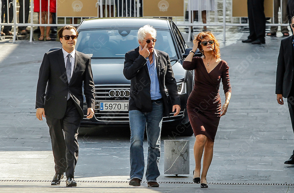 21.SEPTEMBER.2012. SAN SEBASTIAN<br /> <br /> RICHARD GERE AND SUSAN SARANDON AT THE PHOTOCALL FOR FILM THE FRAUD (ARBITRAGE)<br /> <br /> BYLINE: EDBIMAGEARCHIVE.CO.UK<br /> <br /> *THIS IMAGE IS STRICTLY FOR UK NEWSPAPERS AND MAGAZINES ONLY*<br /> *FOR WORLD WIDE SALES AND WEB USE PLEASE CONTACT EDBIMAGEARCHIVE - 0208 954 5968*