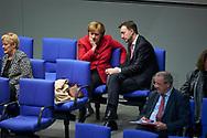 Bundeskanzlerin Angela Merkel (CDU) und Paul Ziemiak bei der Sitzung des Bundestag in Berlin. / 21112017,DEU,Deutschland,Berlin