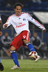 22.04.2010, HSH Nordbank Arena, Hamburg, GER, UEFA Europa League, Hamburger SV vs Fulham FC, im Bild Einzelaktion Paolo Guerrero(Hamburg #09) EXPA Pictures © 2010, PhotoCredit: EXPA/ nph/  Witke / SPORTIDA PHOTO AGENCY