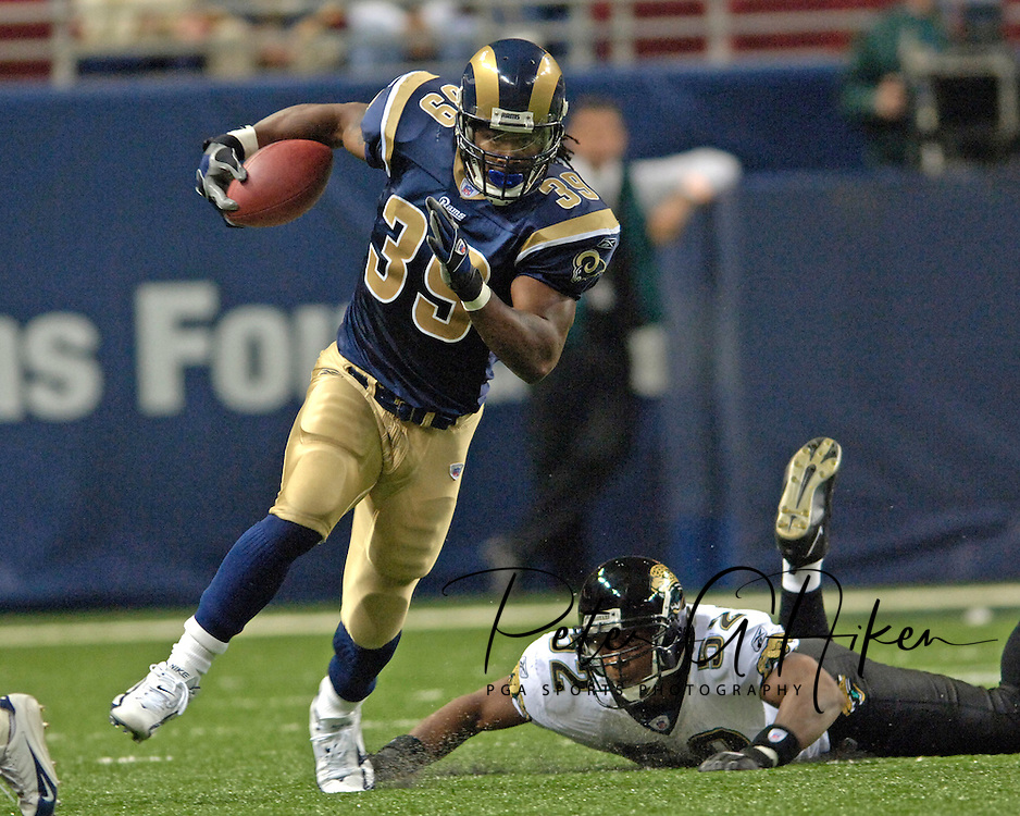 St. Louis Rams running back Steven Jackson (39) rushes around the end, past Jacksonville linebacker Daryl Smith (52) in the third quarter at the Edward Jones Dome in St. Louis, Missouri, October 30, 2005.  Steven Jackson rushed for 179-yards and a touchdown, as the Rams beat the Jaguars 24-21.