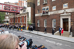© Licensed to London News Pictures. 23/04/2018. London, UK. The Duke and Duchess of Cambridge leave the Lindo Wing of St Mary's Hospital in west London with their new born baby son, the Prince of Cambridge. Their third son was safely delivered at 11:01 AM today, and weighed 8lbs 7oz. He is fifth in line to the throne. Photo credit : Tom Nicholson/LNP