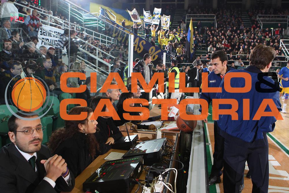DESCRIZIONE : Avellino Eurolega 2008-09 Air Avellino Maccabi Electra Tel Aviv<br /> GIOCATORE : Teofili arbitri referees<br /> SQUADRA : <br /> EVENTO : Eurolega 2008-2009<br /> GARA : Air Avellino Maccabi Electra Tel Aviv<br /> DATA : 11/12/2008 <br /> CATEGORIA : arbitri<br /> SPORT : Pallacanestro <br /> AUTORE : Agenzia Ciamillo-Castoria/G.Ciamillo