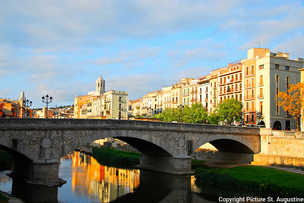 Bridge across the river Onyer (Onyar) with the Cathedral de Santa Maria in the distance. Located In the walled city of Girona, (Gerona) Spain.