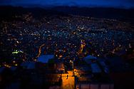 En la ciudad de El Alto un hombre camina al borde de la calle de los Yatiris, en horas de la noche, este sector es conocido como la ceja y esta conectando a La paz con el Alto de manera mistica, aqui se encuentra enterrado el corazon de Tupac Amaru el indio luchador contra los espanioles. El crecimiento de estas dos ciudades ha sido impresionante en los ultimos a;os, tanto asi que el Alto que era considerado una extencion de la paz, ahora es una ciudad independiente.