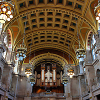 Centre Hall and Organ of Kelvingrove Art Gallery in Glasgow, Scotland<br />
