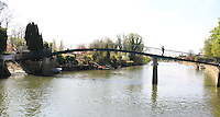London, UK, 22 April 2010: Eel Pie Island on the River Thames in Twickenham. For piQtured Sales contact: +44 (0) 7916262580 (Picture by Richard Goldschmidt/Piqtured)